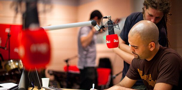 alma de leon radio 3 entrevista miguel caamño